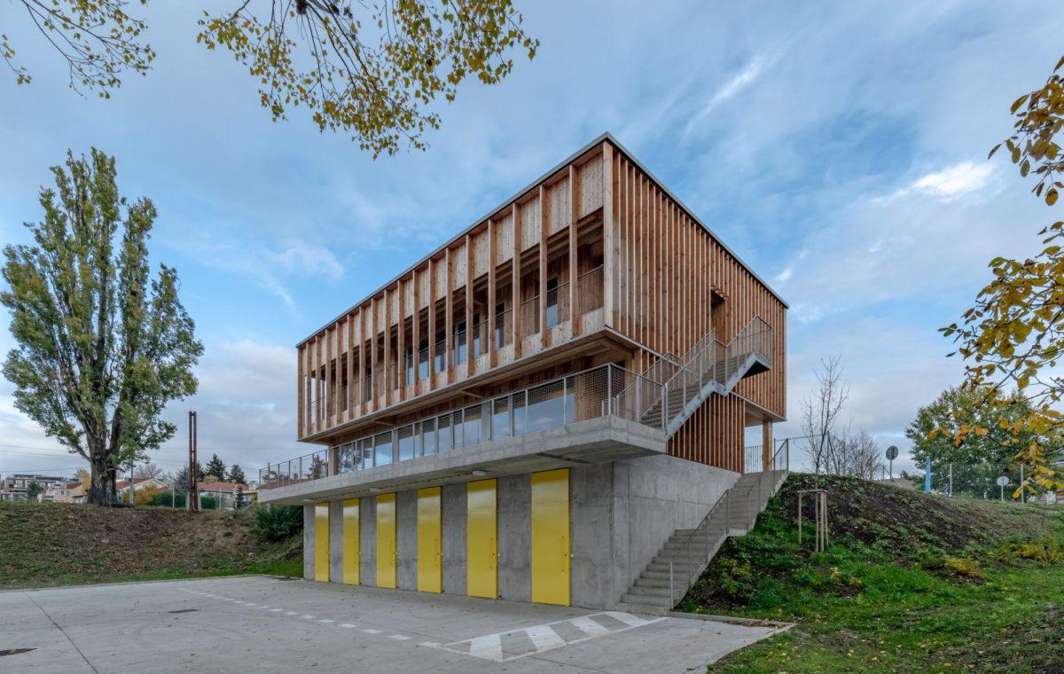 1.-office110-architekti_lodenice_karloveske-rameno_3-1200x1200.jpg