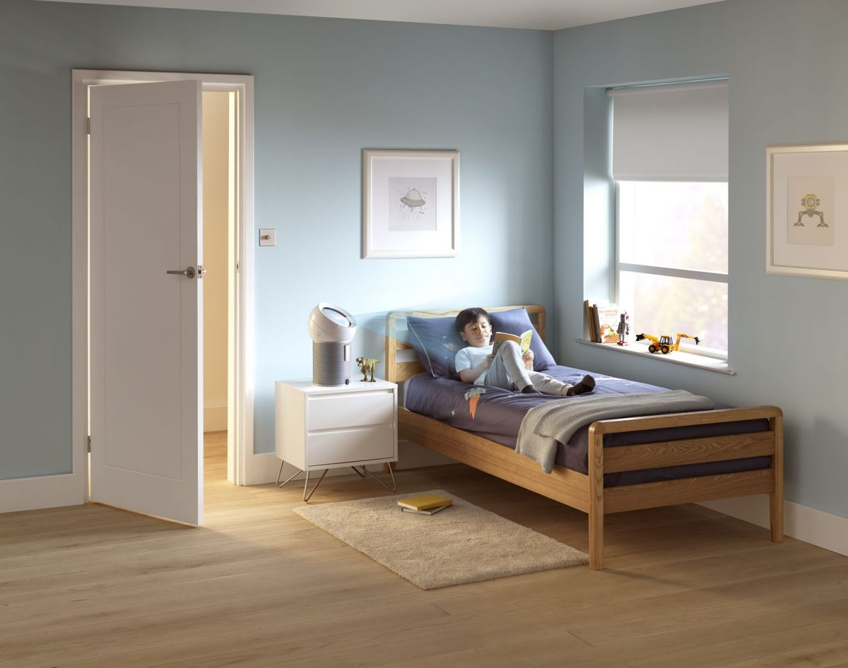dyson_bp01_whsil_024-rgb-inuse-bedroom-childboybed-japan-a6_mix-1200x1200.jpg