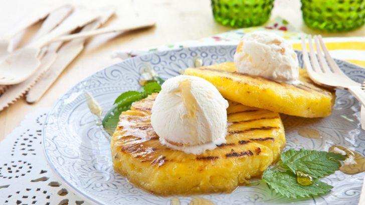grilovany-ananas-s-kopecky-vanilkove-zmrzliny-728x409.jpg