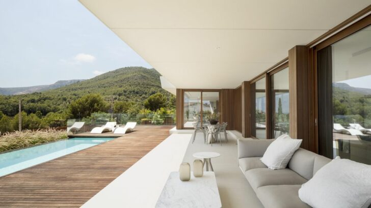 panoramic-house_on-a_images-by-adria-goula_10-728x409.jpg