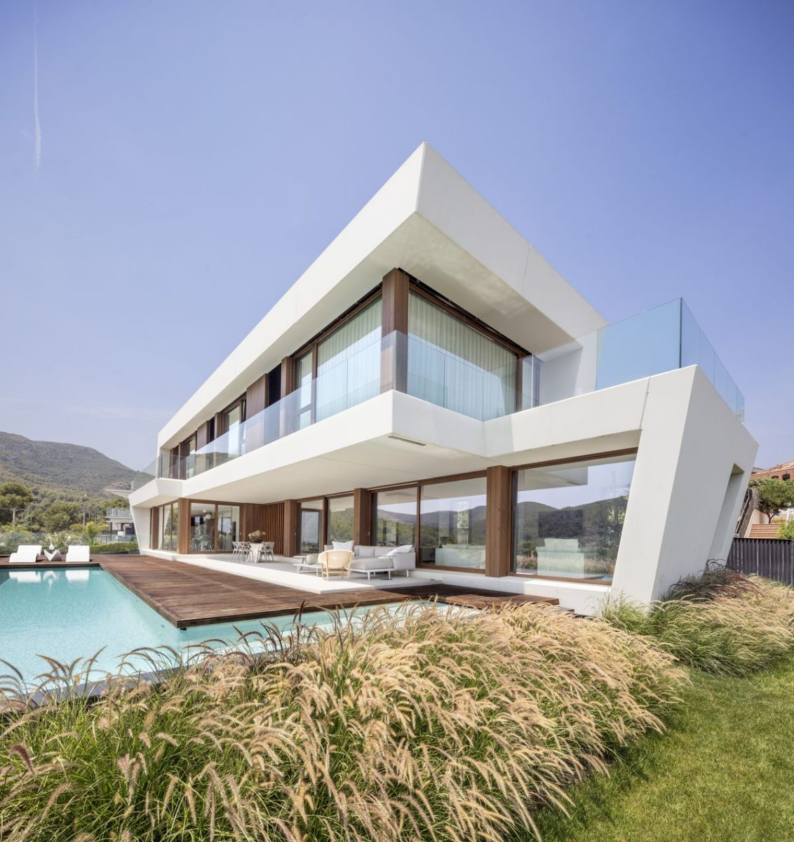 panoramic-house_on-a_images-by-adria-goula_4-1200x1200.jpg