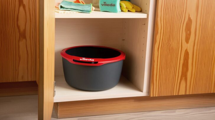 spin-and-clean_bucket-in-closet-728x409.jpg