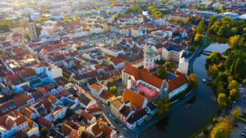 ceske-budejovice_shutterstock_1565992900-352x198.jpg