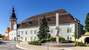 moravske-budejovice_shutterstock_1548465095-352x198.jpg