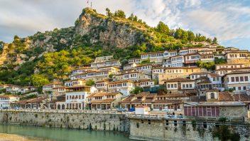 pohled-na-stare-mesto-berat-albanie-352x198.jpg