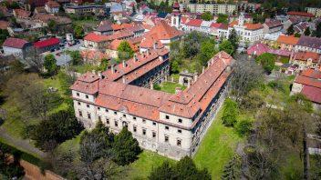 luxent_barokni-zamek-postoloprty_fotografie_03-352x198.jpg