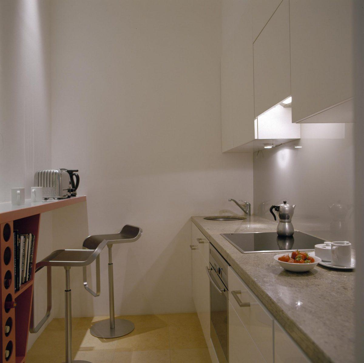 Malá kuchyň ve velkém stylu