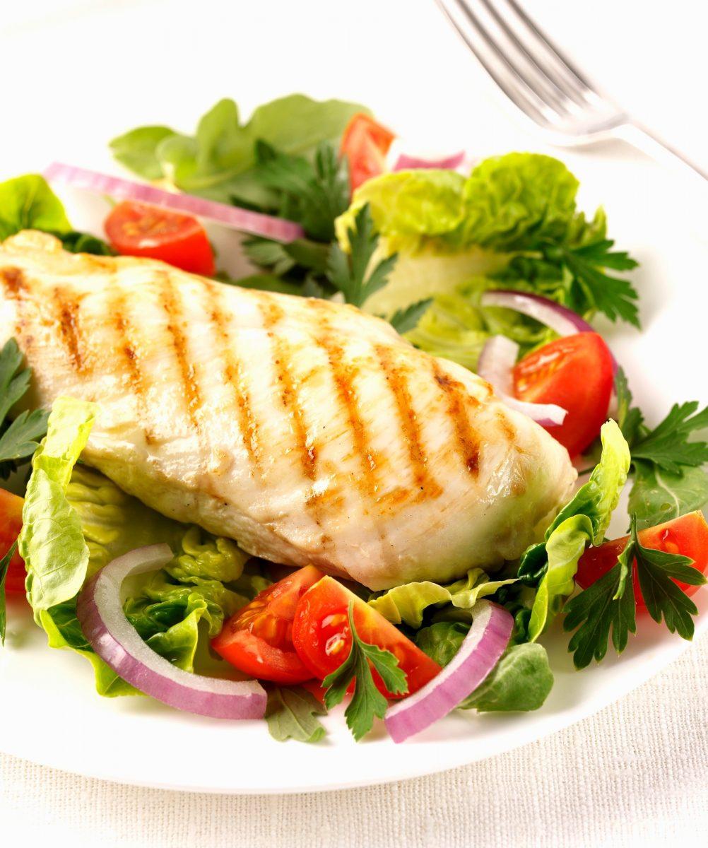 Recepty: Grilovaná kuřecí prsíčka sgrilovanou zeleninou asalsou