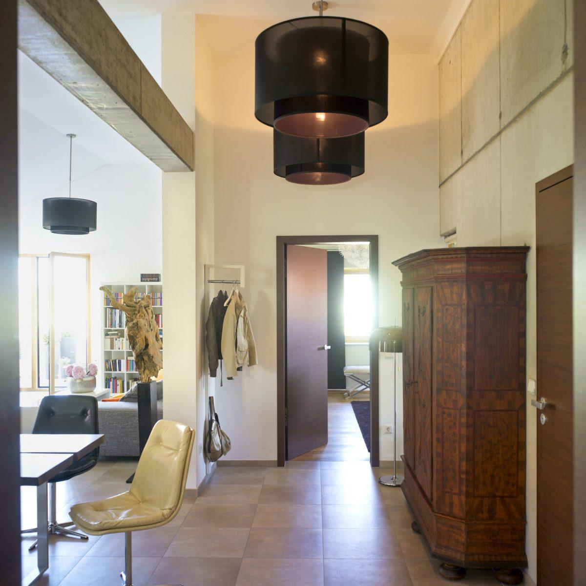 Jak snížit vysoký strop bez stavebních zásahů